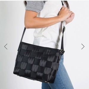🆕 Harvey's Seatbelt Bag - Black Messenger